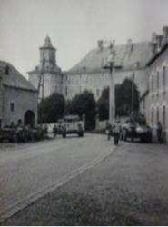 char-devant-le-chateau.png
